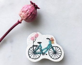 Brooch YAY - hand embroidered brooch - bicycle