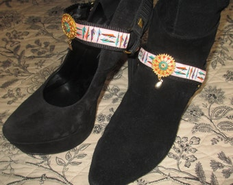 Boot Straps Shoe Jewelry Pale Pink Feathers Medallion Elements