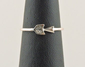 Size 3.5 Sterling Silver Arrow Midi Ring