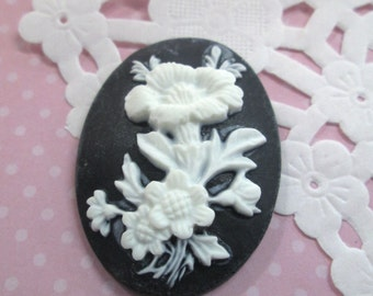 Black and White Flower Cameos Cabochon 30x40mm