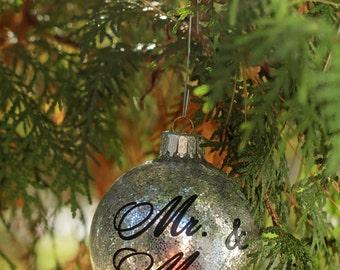 Christmas Ornament / Personalized Christmas Ball / First Christmas Ornament Married / Glitter Ornament Mr & Mrs / Wedding Gift / Bridal Gift