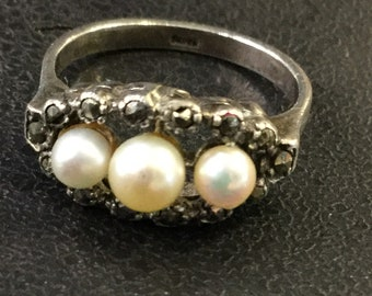 Silver marcasite and pearl ring