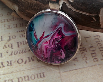 Fluid art pendant with chain
