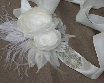 Talienband Braut Accessoires Brautschmuck Vintage Brautkleid Hochzeit Blüten elfenbein Ivory perlen Gürtel Satinband Federn weisse Rosen