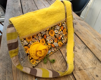 Sunflower vintage shoulderbag with original details.