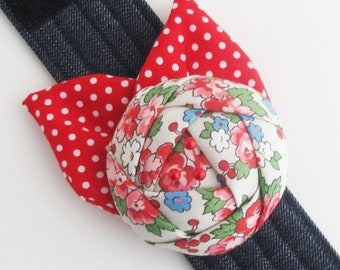 Flower Wrist Pin Cushion Cuff | Pretty and useful sewing tool for yourself or a nice gift for quilter or seamstress.