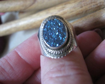 Vintage sterling silver blue drusy ring, size 6 glittery blue druzy silver ring, oval blue druzy silver ring