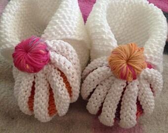 Dutch (pumpkin) baby booties bicolor