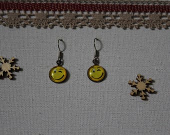 Smile emoticon Smiley earring / snap glass