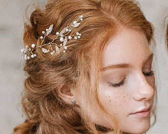 Pearl gold floral bridal hair vine Bridal pearl leaf hair piece Gold wedding vine Delicate hair vine Bridal hair vine Hair piece bridal