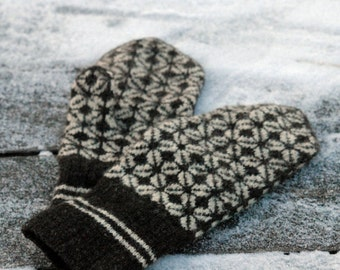 Hand knitted mittens. Woolen Estonian mittens for men & women. Finely knitted warm mittens for winter