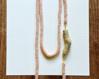 Knitted Necklace -soft pink-