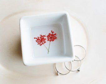Tiny Flower Ring Organizer, Jewelry Storage, Red Ring Dish, Flower Ring Holder, Pressed Flowers Jewelry Dish, Nature Lover Gift