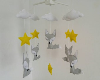 Foxes, yellow starsand clouds nursery mobile, fox baby mobile, orange foxes nursery mobile, woodland baby mobile
