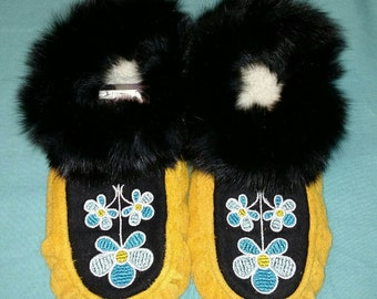 New Handcrafted Elk Suede Leather Moccasins with Embroidered design and Fur Trim Womens Size 8