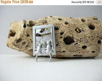ON SALE Vintage DARIA Silver Tone Cats Picture Frame Pin 5917