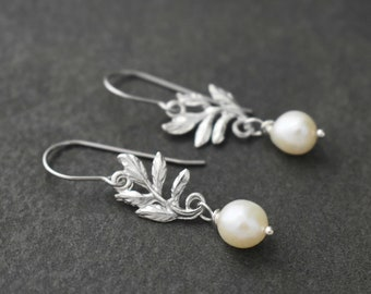 Dainty Leaf Earrings, Pearl Earrings, Wedding Jewelry, Delicate Earrings, Bridesmaids Jewelry, Leaf Earrings, Bridesmaids Earrings
