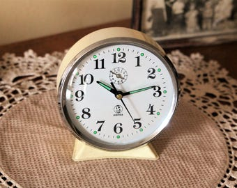 Vintage Chinese Clock - Beige Metal Clock - Alarm Clock Hofea - Mechanical Clock - Shelf Decor - Desk Decor - Restaurant Decor