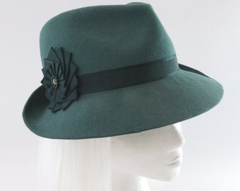 Green Fedora. Bottle Green Fur Felt Hat w/ Vintage Silk Ribbon Cockade. Ladies' Couture Millinery. Emerald Felt Womens Fedora Hat for Women.