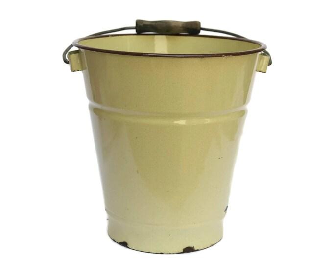 French Enamel Beige Bucket. Rustic Kitchen Bin. French Vintage Enamelware Water Pail.