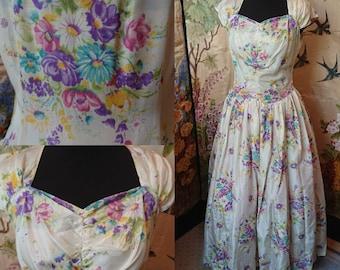 Pretty floral silk dress, 1940s /1950s, sweetheart neckline.
