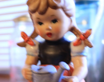 Arnart 5th Avenue  Vintage Figurine #1557 -  Little girl with watering can