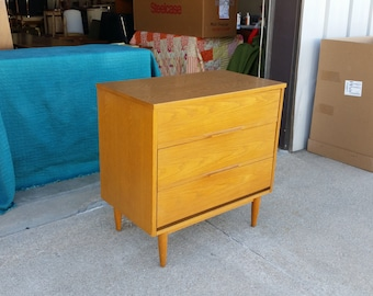 Vintage 1960's Modern Chest Mid Century Sculpted Pulls Laminate Top Excellent Condition MCM