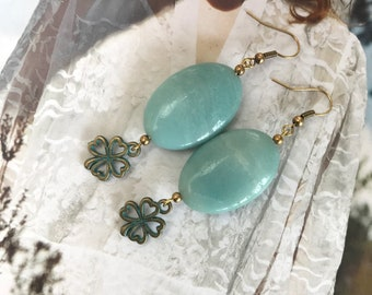 LUCKY ONE. Handmade earrings with beautiful gemstone amazonite and four-leaf clover Gelukshangertjes.