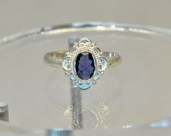 Ring in sterling silver with iolite setting