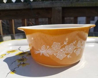 473 Vintage Pyrex Spring Blossom casserole dish