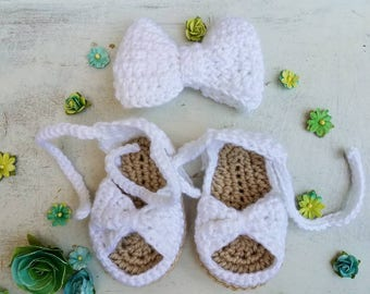 Girls Shoes White / Baby Sandals / Baby Shower Gift / Baby Girl Sandals / Crocheted Baby Sandals / Baby Bow and Shoes / Baby Shoes Beige