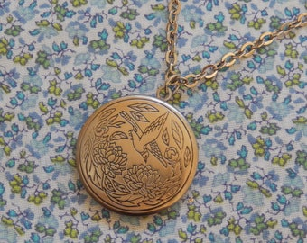 Antique Silver Circle Locket with a Bird Pendent Necklace