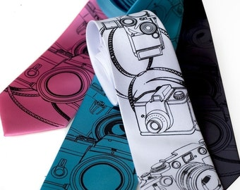 Camera Necktie. Vintage cameras print, silkscreen mens tie. Photographer gift. Choose narrow or standard tie size.