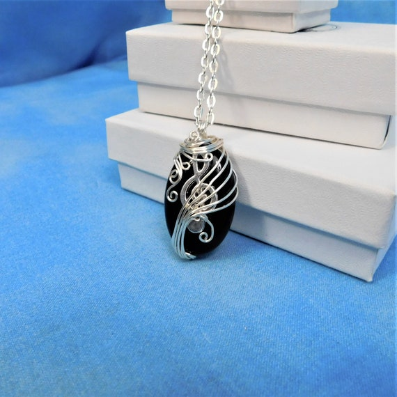 Treble Clef Necklace Unique Wire Wrapped Onyx Jewelry for Music Teacher Musical Staff Pendant Present for Musician Pianist Piano Player Gift