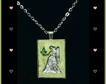 Virgo August Peridot Pendant Necklace
