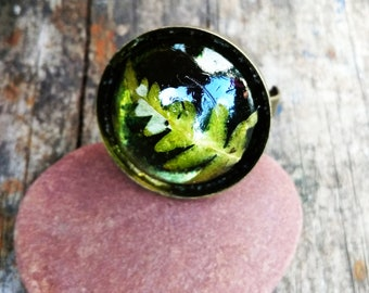 Polyester resin ring with real fern leaf