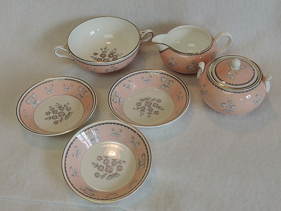 "7 Pieces WEDGWOOD PINK PIMPERNEL Bone China.. Cream & Sugar, 3 Bowls 5"" And Cream Soup"