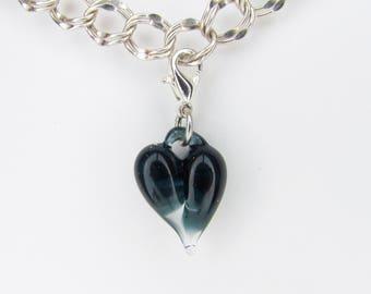 Dark Blue Love breloque pendentif en verre, cadeau de Saint Valentin pour femme, en verre soufflé à la main, coeur Clip, pendants, Boro Lampwork bijou, fermoir coeur