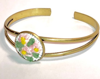 Pink petals bracelet