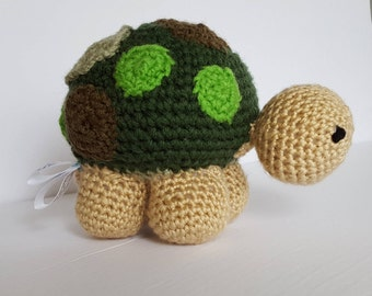 Stubborn turtle without his scooter - plush teddy bear-crochet-handmade --tortoise-knitted-green-beige-vert-pois-securitaire-childproof Québec
