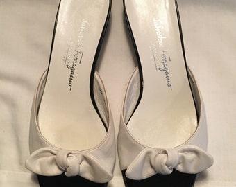 Ferragamo slide bow sandals size 7.5,slides,sandals,Ferragamo,Ferragamo shoes,vintage Ferragamo,women's shoes,ladies shoes,Italian shoes,
