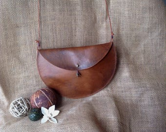 Circle Leather purse - brown with copper pine cone and two oak leaves