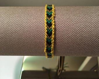 Bordered arrowheaded bracelet