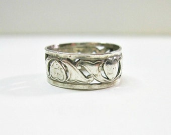 Vintage 1940s Wedding Band Ring - Hearts - Sterling Silver - Scrolls - Patterned Band - Size 6