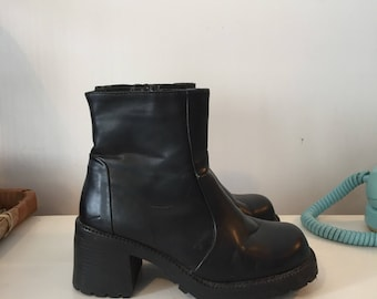 Vintage black leather chunky boots 6US