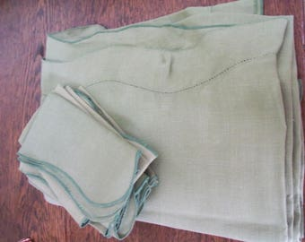 "Vintage green tablecloth with 8 napkins - 72"" x 56"""