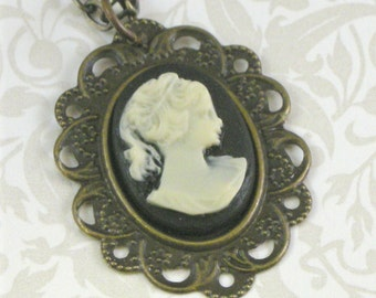 Vintage-Style Cameo Necklace - Black