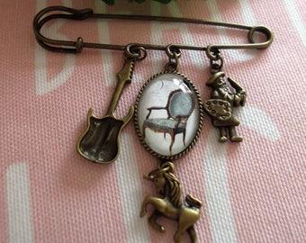 Pretty cabochon pin brooch