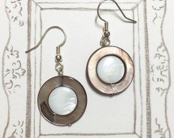 Mother of Pearl Earrings, Shell Earrings, Birthday Gift, Gift for mom, Christmas Gift, BFF Gift, Round Earrings, Graduation Gift