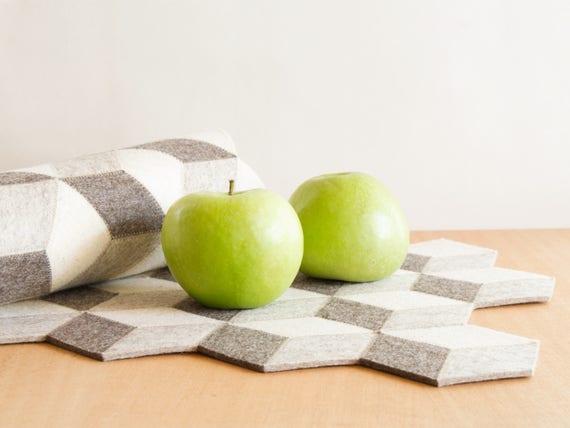 Light grey felt table runner / wool felt runner / geometric runner / grey runner / handmade / made in Italy